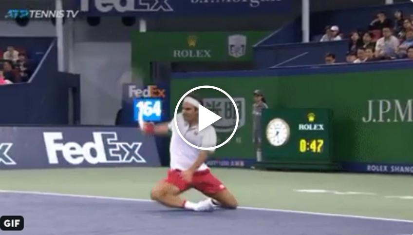 Roger Federer falls on his ankle