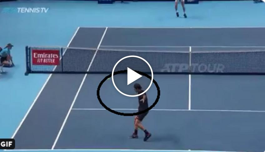 Federer hits perfect drop shot against Tsitsipas
