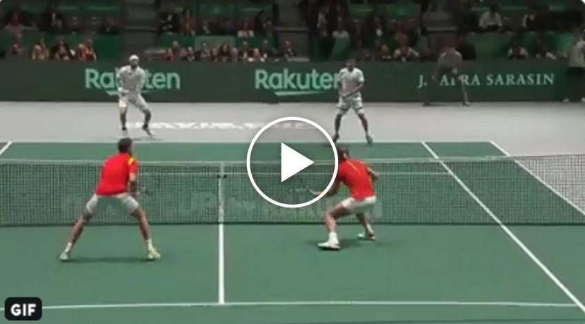 Nadal plays like a wall at the net, wins impressive point
