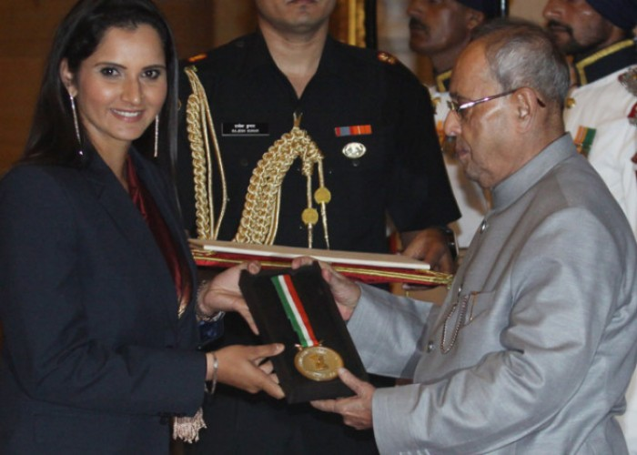 Sania Mirza conferred with India´s highest sporting honour (Tweets Inside)