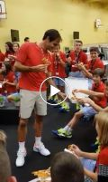 Federer eats pizza with ball boys
