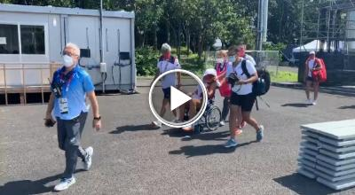 Tokyo 2021: Paula Badosa leaves the Olympic village in a wheelchair