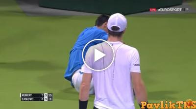 Djokovic falls and Murray approaches him to ask if he is okay