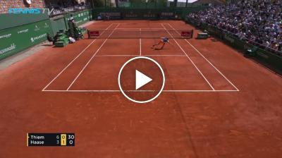 Thiem hits an amazing volley