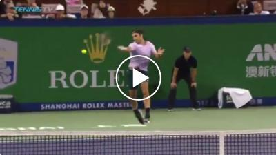 BOOM! Federer hits extreme powerful forehand